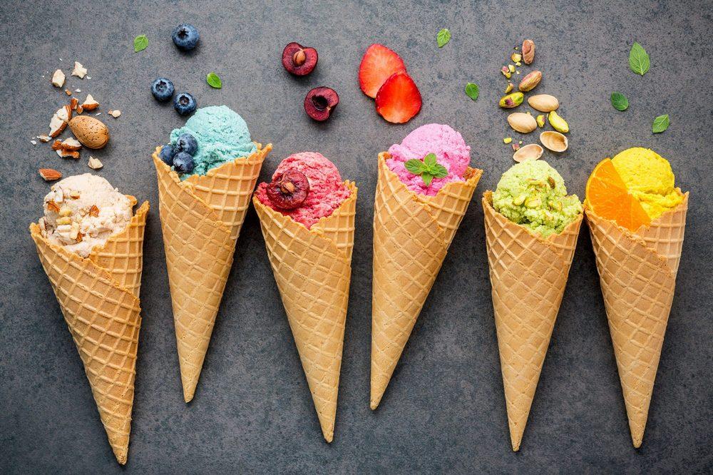 es krim dan gelato dengan berbagai rasa