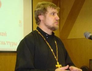 Священник Святослав Шевченко поздравляет коллектив Амурской библиотеки с 75-летием