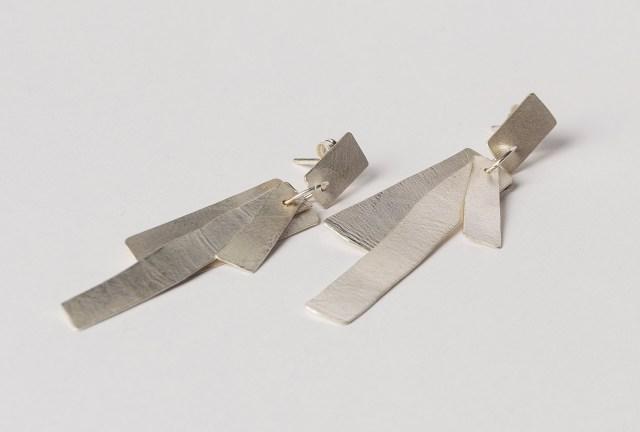 Pendientes de plata con movimiento para invitadas