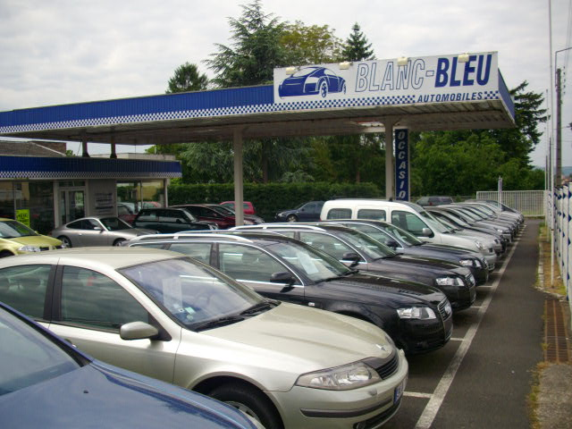 blanc bleu automobiles