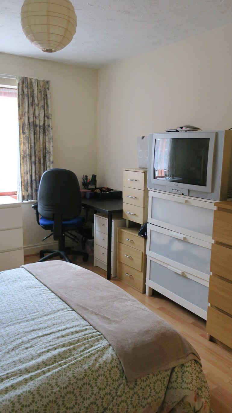 antes - demasiados muebles