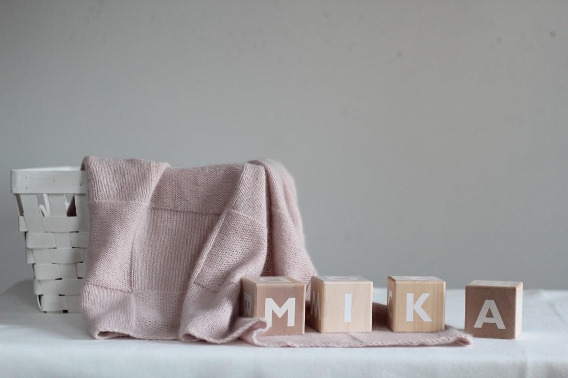 Babydecke rosa gearbeitet mit Cashmere Garn von Cardiff Cashmere