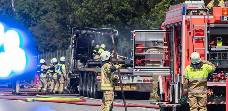Stau nach LKW-Brand auf der A7