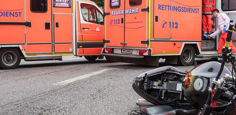 Verkehrsunfall mit schwer verletztem Sozius in Hamburg-Altona