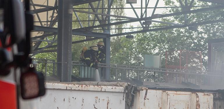 Feuer auf einem Recyclinghof in Bahrenfeld