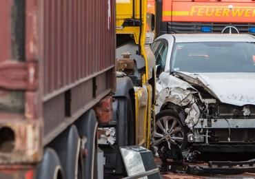 Stauchoas im Hafen - Unfall und aufgerissenen Tank sorgt für Sperrung
