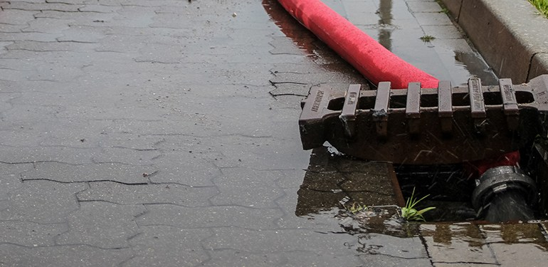 Bad Doberan bei Rostock -  Gewitter sorgt für großen Einsatz der Feuerwehr