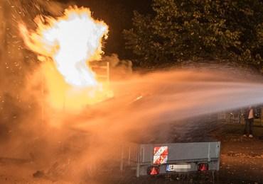 Brandstiftung! - zwei Personen zünden Anhänger an