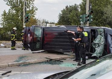 Verkehrsunfall mit 8 verletzten Personen! - Kleinbus überschlägt sich!