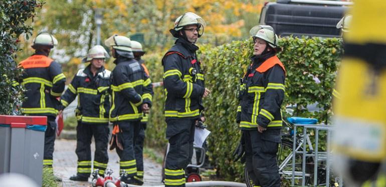 Kellerbrand im Hochhaus sorgt für Großeinsatz der Feuerwehr Hamburg