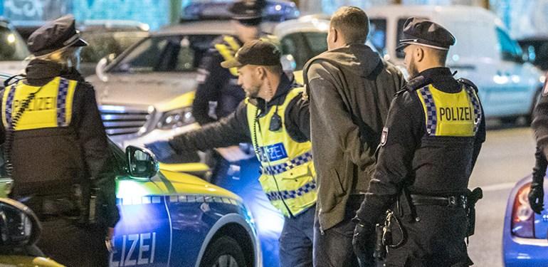 Polizeieinsatz - Passantin hört Schuss, Polizei stellt Waffe sicher!