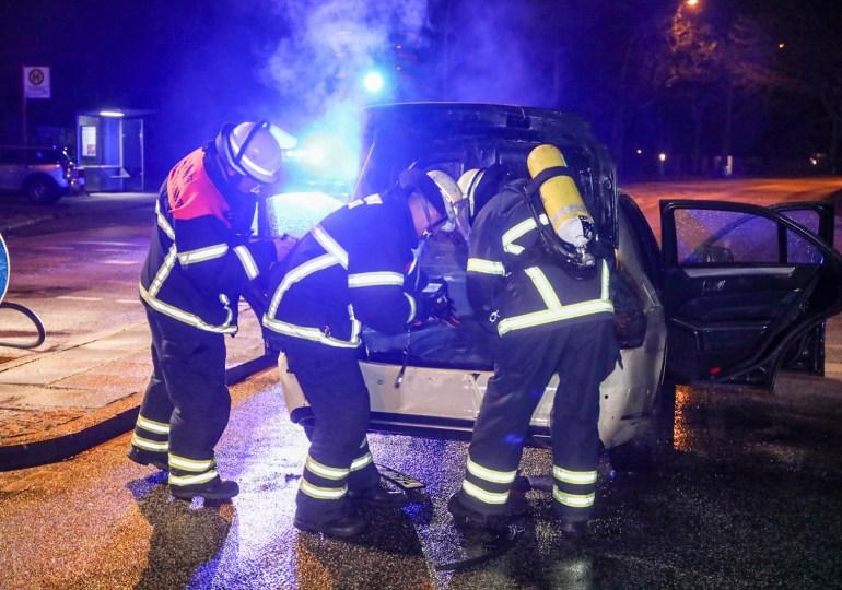 Taxi fängt kurze Zeit nach der Reperatur Feuer - Totalschaden