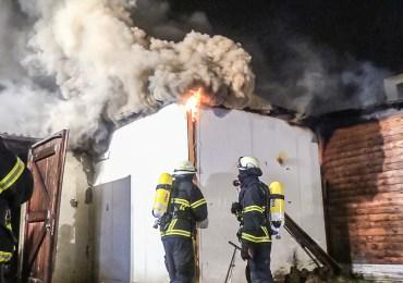 Großeinsatz für die Feuerwehr Hamburg! - Verwinkeltes Gebäude fordert Einsatzkräfte