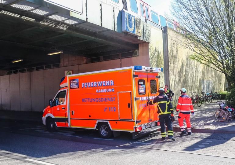 Rollstuhlfahrer stürzt ins Gleisbett - 10 Meter entscheiden zwischen Leben und Tod
