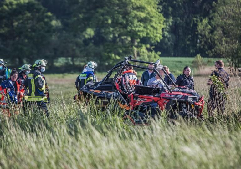 Mit Strandbuggy auf Feld verunfallt - 2 Personen schwer verletzt!