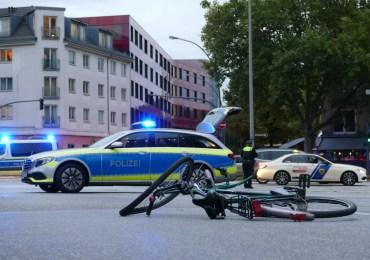 Fahrradfahrer von PKW erfasst - Schwerer Unfall im Berufsverkehr sorgt für Stau - schwer verletzt