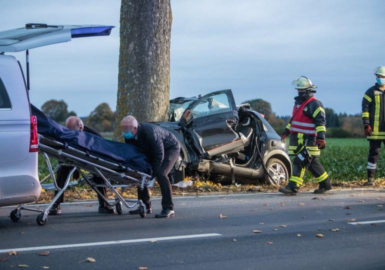 Tödlicher Verkehrsunfall zwischen Tötensen und Iddensen - Rettungskräfte können fahrer nur noch Tod bergen