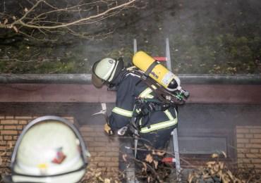 Das war knapp! - Feuerwehr verhindern Häuserbrand in Nienstedten