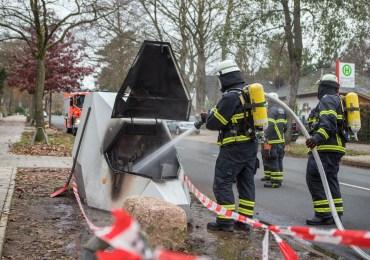 150.000€ abgebrannt - Brandstifter fackelt mobilen Blitzer ab
