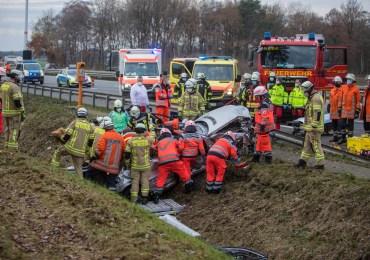 Gurt-Dummy benutzt! - Fahrer nicht angeschnallt - 2 schwer verletzet Personen 1 Stunde eingeklemmt