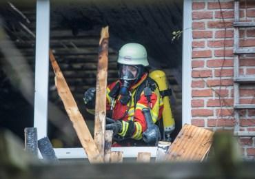 Feuer in Einfamilienhaus-Bewohner haben noch geschlafen!
