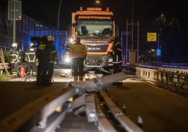 Schwertransporter zu breit-Bergedorfer Straße (B5) über Stunden gesperrt