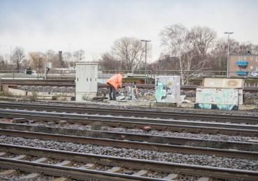 Wichtige Bahnstrecke gesperrt! - Feuer in einem Lasttrennschalter sorgt für Bahn-Sperrung