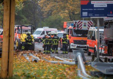 Bagger beschädigt Gasleitung! - Polizei muss Bewohner in Sicherheit bringen