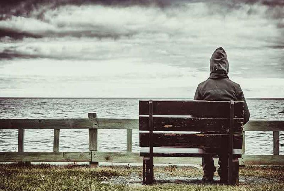 Lidé se cítí osaměle ve třech fázích života. Toto jsou 3 nejkritičtější roky v životě člověka