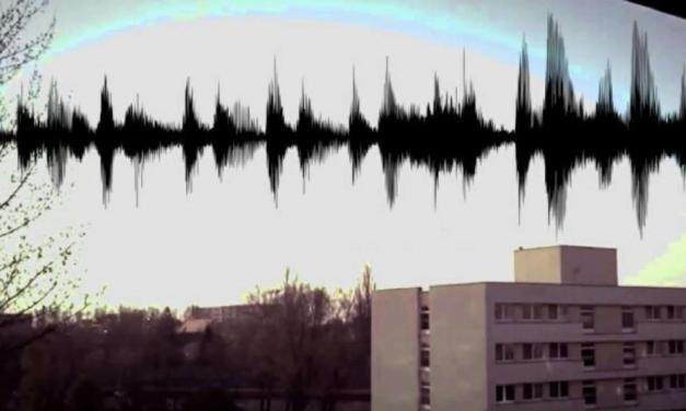 VIDEO: Tisíce lidí po celém světě jsou svědky podivných zvuků, hučení a světel na obloze