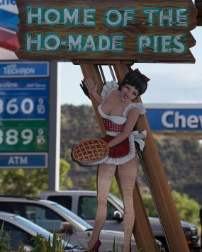 If their pie is so good, why do they need sex to sell it? http://wp.me/p2UZoK-Ht via @blestbutstrest