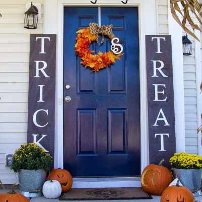 DIY Halloween Sidelight Signs {and Fall Porch Reveal}