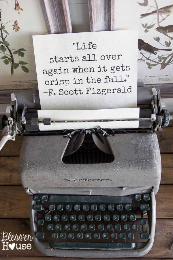 Vintage Typewriter + Free Printable | How to Decorate for Fall on a Budget | blesserhouse.com