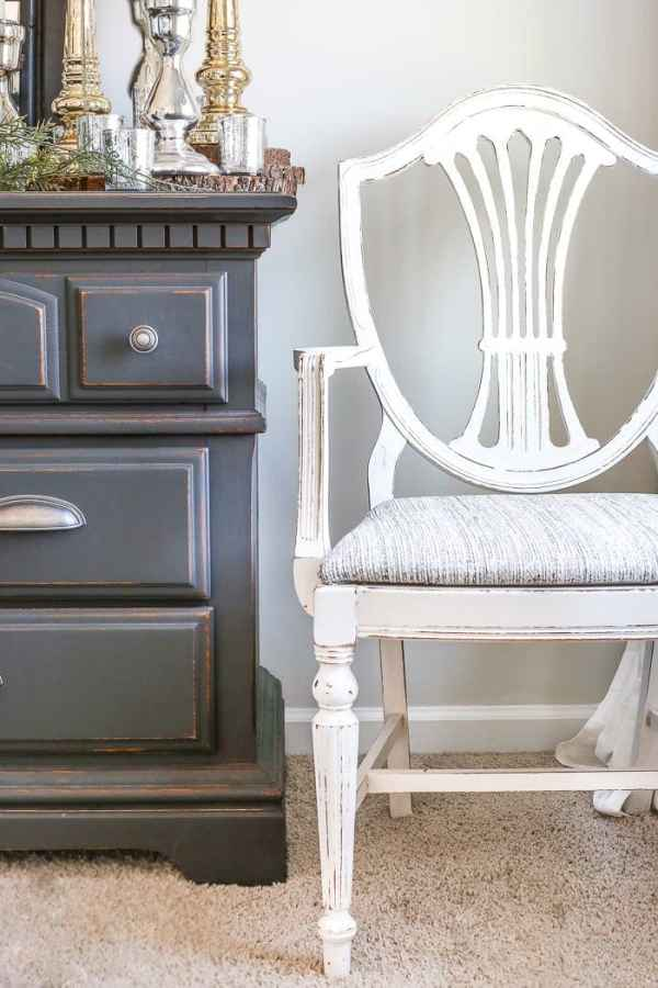 French Style Painted Master Bedroom Chair | blesserhouse.com - A yard sale Duncan Phyfe chair gets a Magnolia Home style French inspired makeover using Fusion Mineral Paint in creamy white Raw Silk.