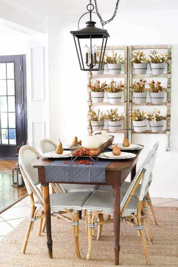 8 Fall Decorating Tips on a Budget + Fall Home Tour 2017 | blesserhouse.com - 8 fall decorating tips for a small budget with ways to shop smart in clearance aisles and thrift stores + a full autumn home tour. Fall dining room breakfast nook