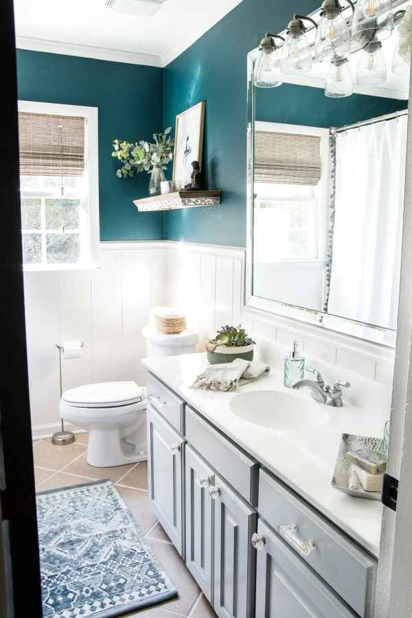 Tried and true ways to decorate and refresh your home completely for free (and maybe even make a little money in the process). #decorating #homedecor #budgetdecor Budget bathroom makeover