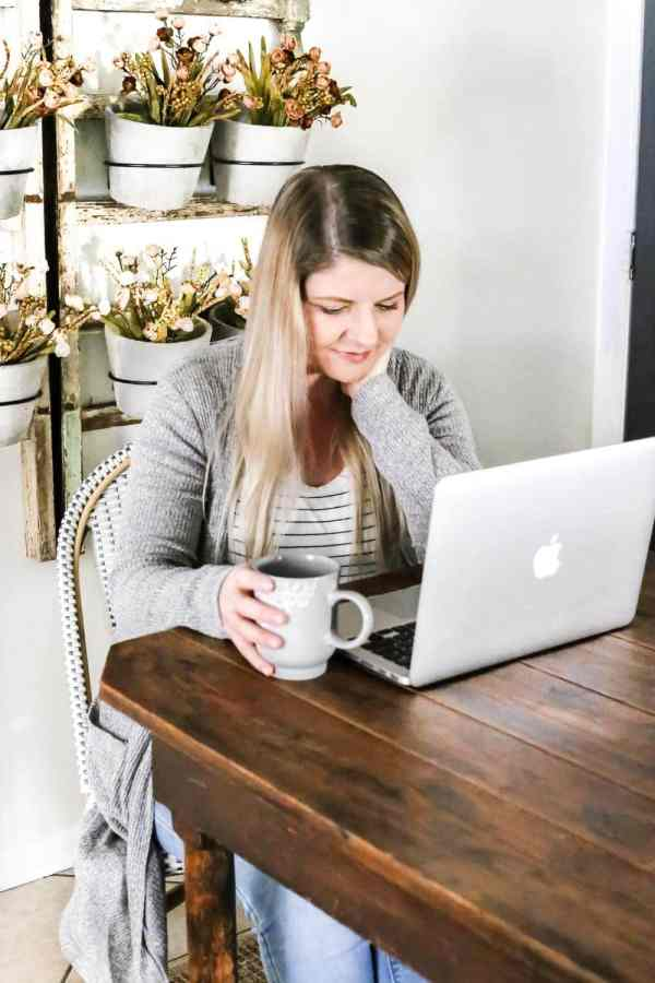 5 Truths I Wish I Had Known as a Beginner Blogger | blesserhouse.com - 5 real truths I wish I had known as a beginner blogger and how I make a full-time living writing a DIY and home decor blog.