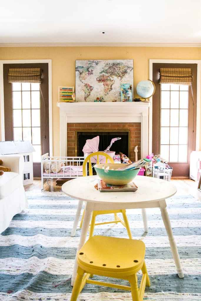 12 of the most common decorating mistakes most people make when choosing paint colors, furniture layouts, and styling, and tips on how to avoid them. #decorating #decoratingmistakes #decoratingtips Declutter before you decorate.