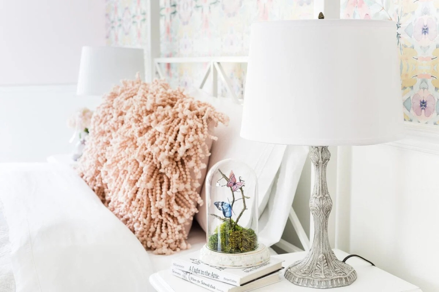 A thrifted table lamp gets a French Baroque designer inspired makeover using Annie Sloan Chalk Paint in Paris Grey, Pure White, clear wax, and dark wax. #thriftdecor #thrifted #thrifting #thriftmakeover #lamp #bedroom #girlbedroom #littlegirlbedroom #frenchdecor #femininedecor #designerknockoff #designerdecor