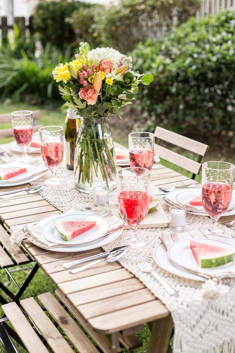 6 ways to perk up a backyard barbecue table that are beautiful, yet still practical and affordable. #cookout #barbecue #entertaining #backyard #cookoutdecor #cookouttable #barbecuetable #summerdecor #summertable #summertablescape #backyardbarbecue