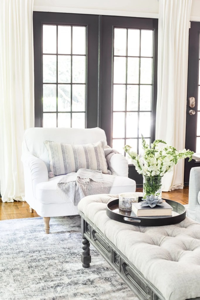 12 of the most common decorating mistakes most people make when choosing paint colors, furniture layouts, and styling, and tips on how to avoid them. #decorating #decoratingmistakes #decoratingtips Don't decorate around something you hate.