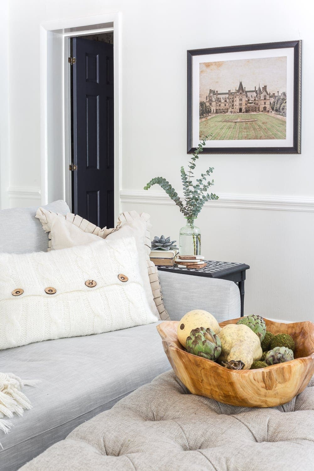 12 of the most common decorating mistakes most people make when choosing paint colors, furniture layouts, and styling, and tips on how to avoid them. #decorating #decoratingmistakes #decoratingtips Hang artwork at eye level.