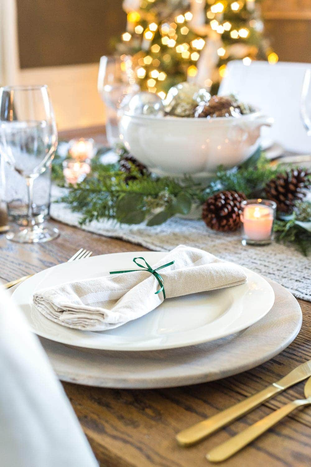 Thrifty Christmas decorating idea: tie a napkin with leftover wrapping ribbon for a napkin ring