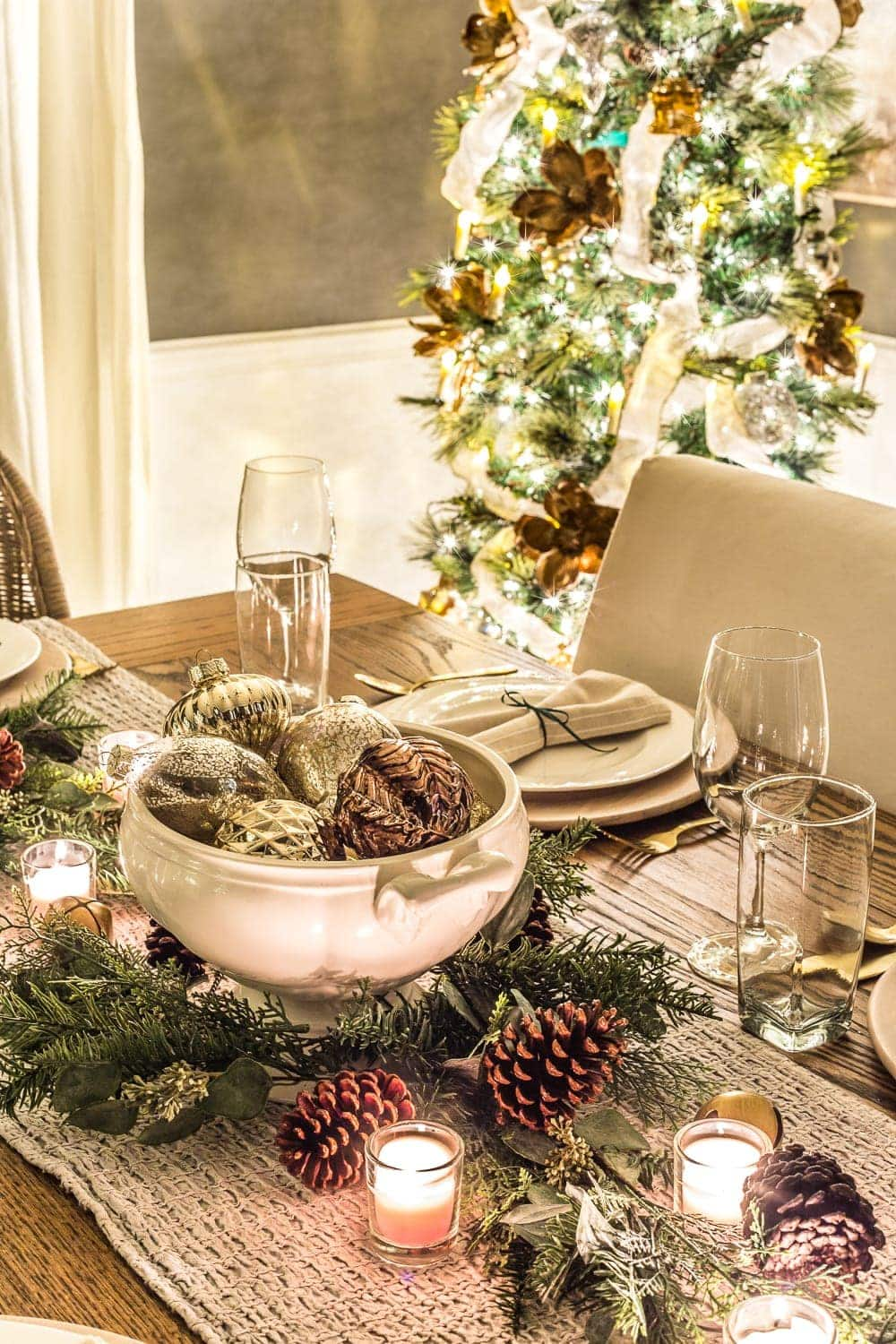Christmas Candlelight Night Tour | Dining Room Tablescape