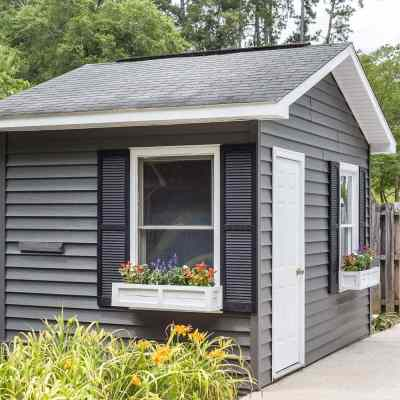 How to Paint Vinyl Siding & Pool Shed Makeover