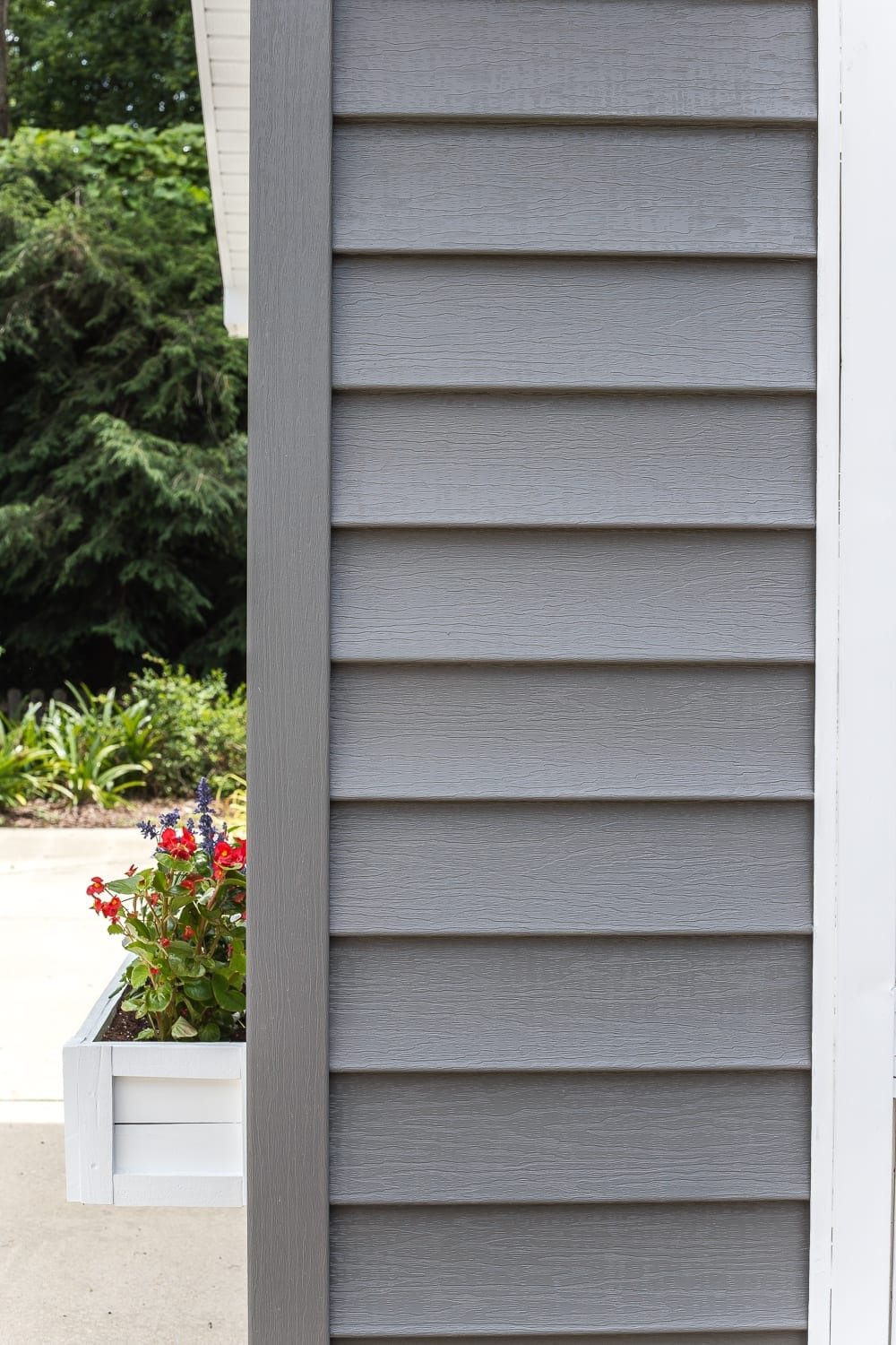 How to paint vinyl siding - Sherwin Williams Pepper Shake dark charcoal gray