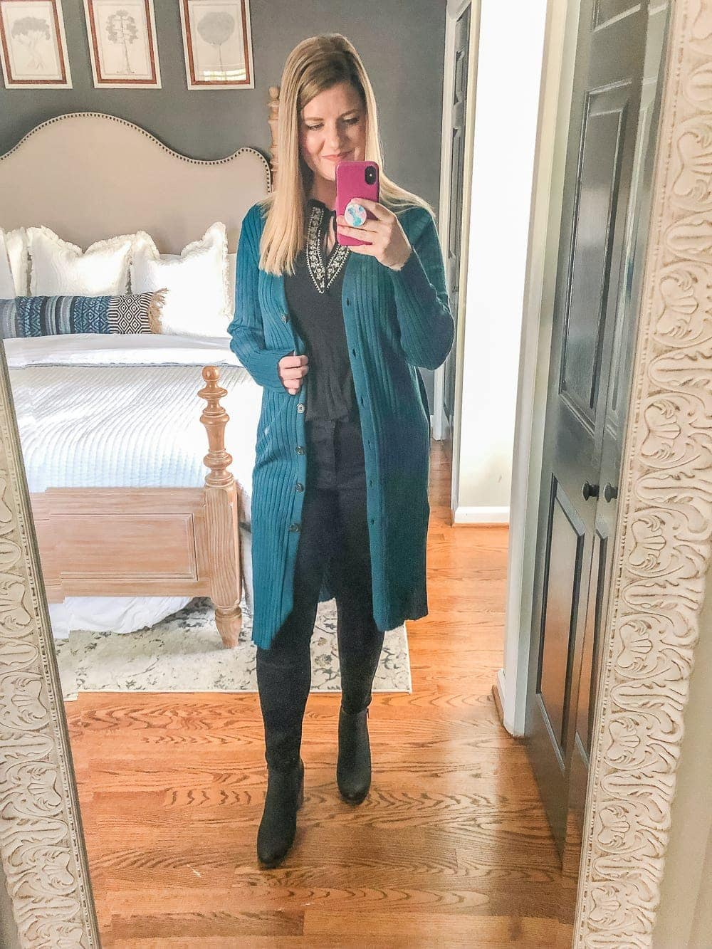 7 Inexpensive Tummy Hiding Mom Friendly Fall Outfits - all black outfit with pop of color cardigan