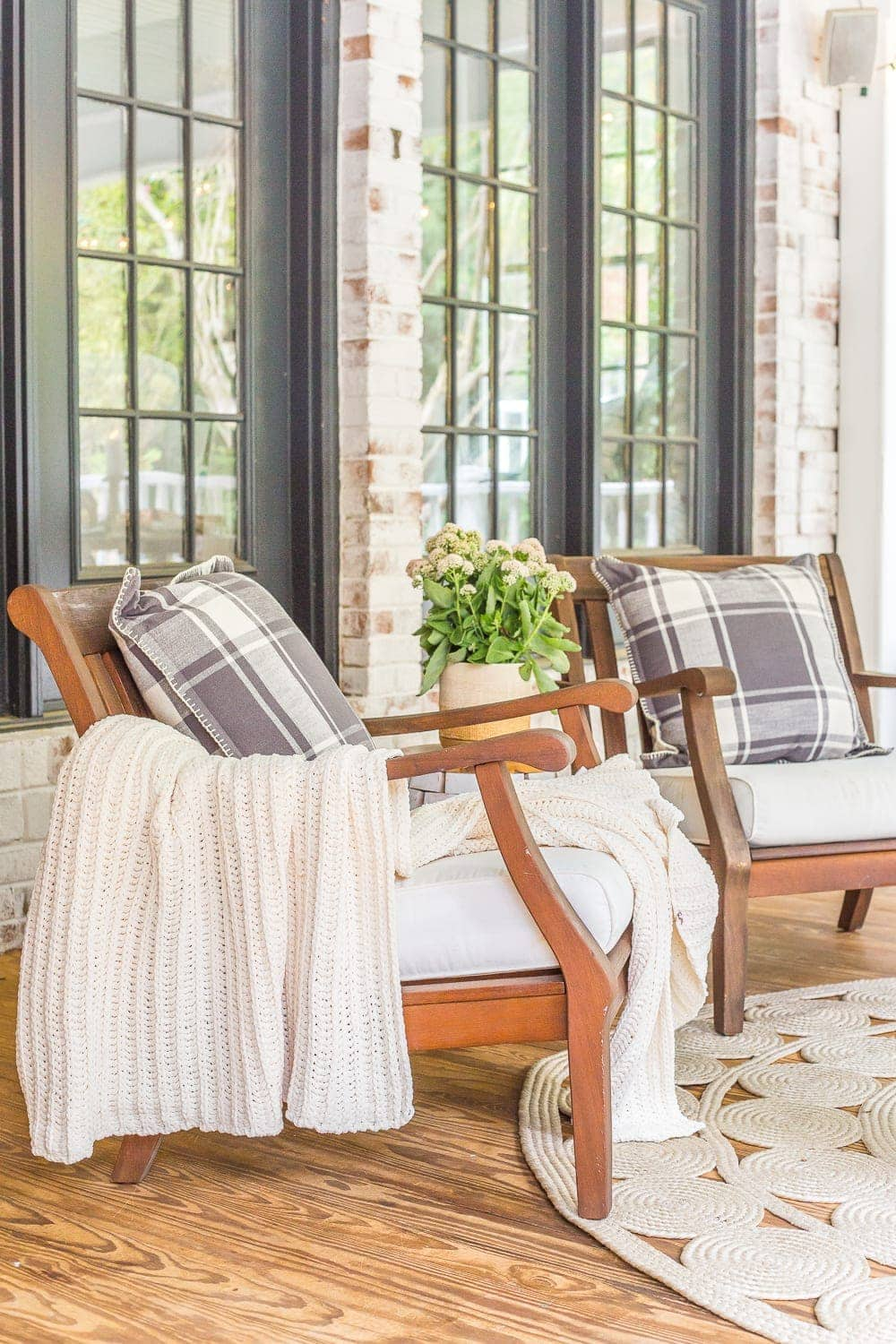 outdoor decor on back porch for fall