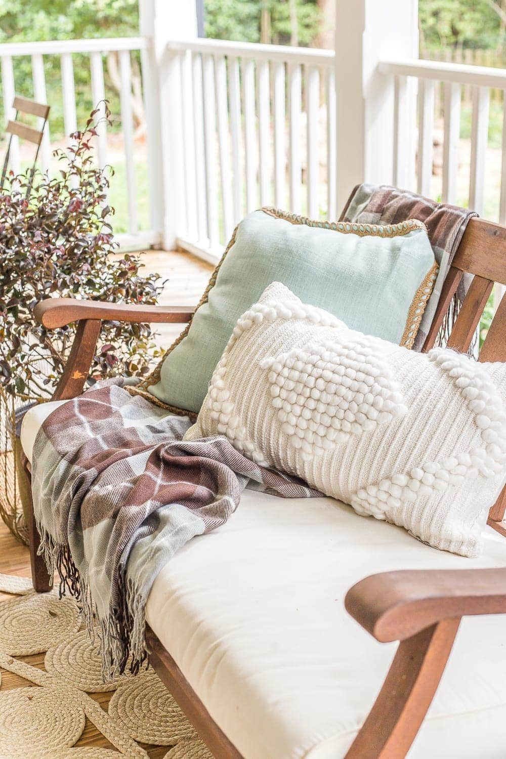 Fall Back Porch | How to style your outdoor spaces for autumn using capsule decor items that will last throughout the seasons and get the most bang for your buck.
