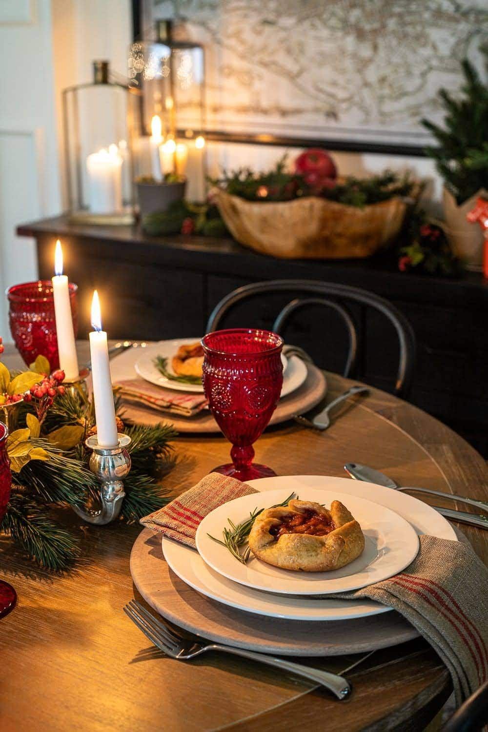 Christmas decor ideas | cozy holiday place setting